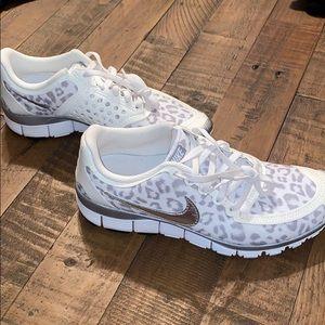 WMNS Nike Free 5.0 V4